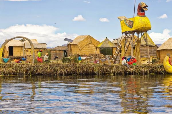 Рукотворные острова в Перу